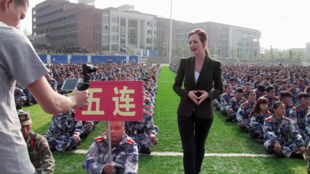 Video Martinas langer Marsch abspielen.