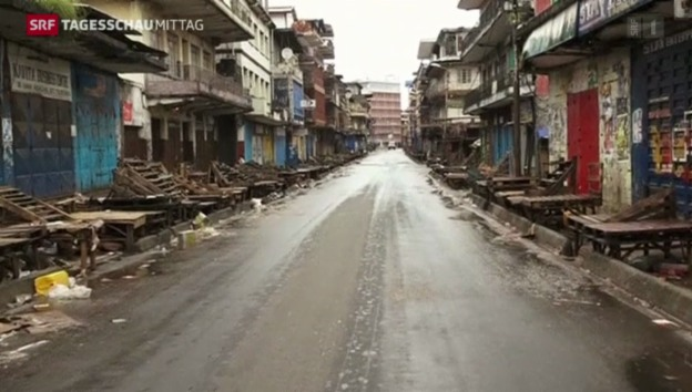 Video «Ebola-Epidemie: Ausgangsperre» abspielen