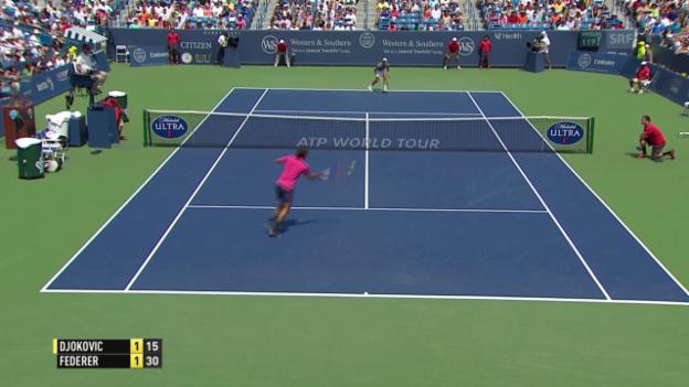 Video «Tennis: Federers neuer Offensiv-Return» abspielen