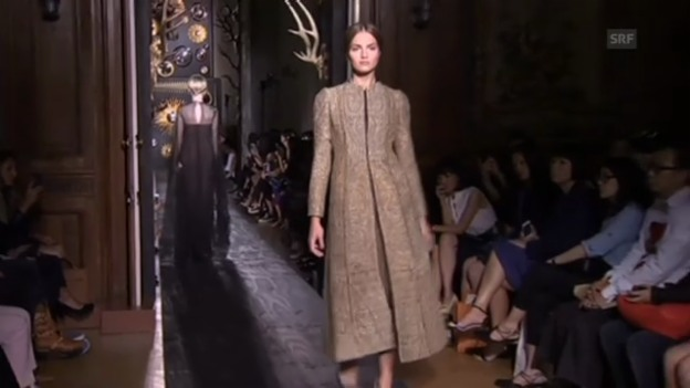 Video «Valentino Haute-Couture-Schau in Paris (unkomm.)» abspielen