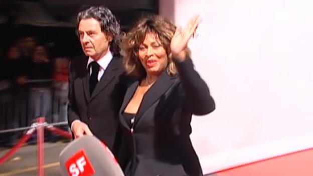Video «Fan-Andrang und Glamour: Tina Turner hat geheiratet» abspielen
