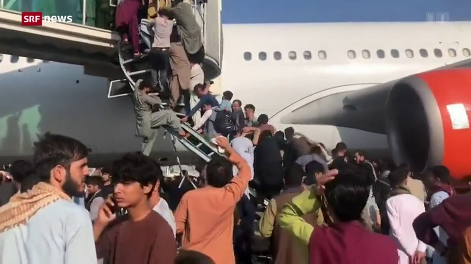 Nach Machtübernahme der Taliban: Dramatische Szenen am Flughafen in Kabul