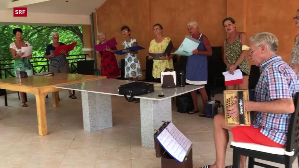 Schweizer Rentnerinnen singen in der Altersresidenz Lotuswell