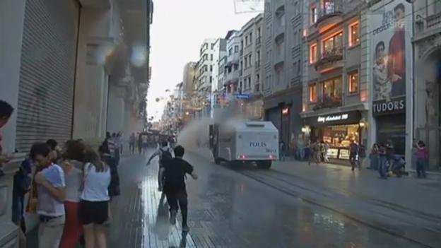 Video «Zusammenstösse in Istanbul» abspielen