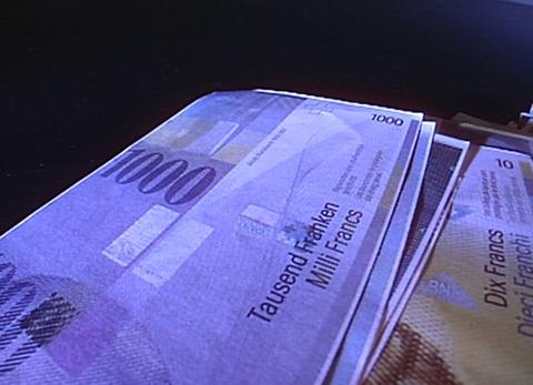 Video «21.06.07: Illegales Geschäft mit Bankgebühren: So fordern Kleinanleger ihr Geld zurück» abspielen