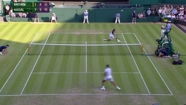 Video «Tennis: Wimbledon, Nadal - Brown, genialer Punkt Brown» abspielen