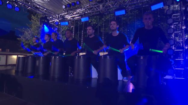 Video ««Stickstoff» mit ihren unglaublichen Drumkünsten» abspielen