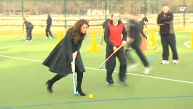 Herzogin Catherine schwingt den Hockey-Schläger (unkomm. Video)