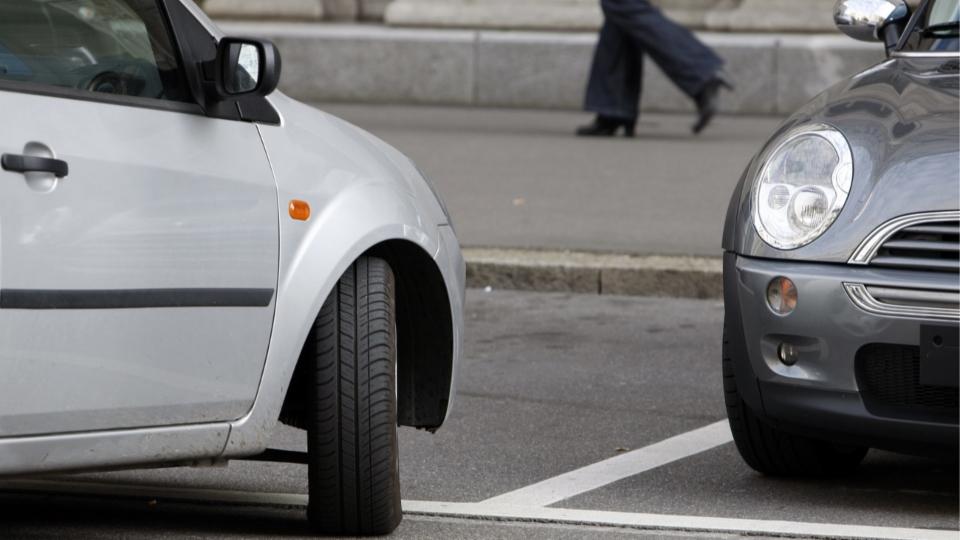 Im Streitgespräch diskutieren Thomas Grossenbacher (Grüne) und Christophe Haller (FDP) über die Parkplatzsituation in Basel.