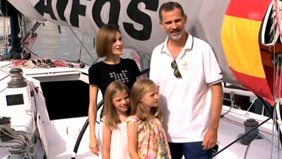 König Felipe zeigt seinen Töchtern sein Boot