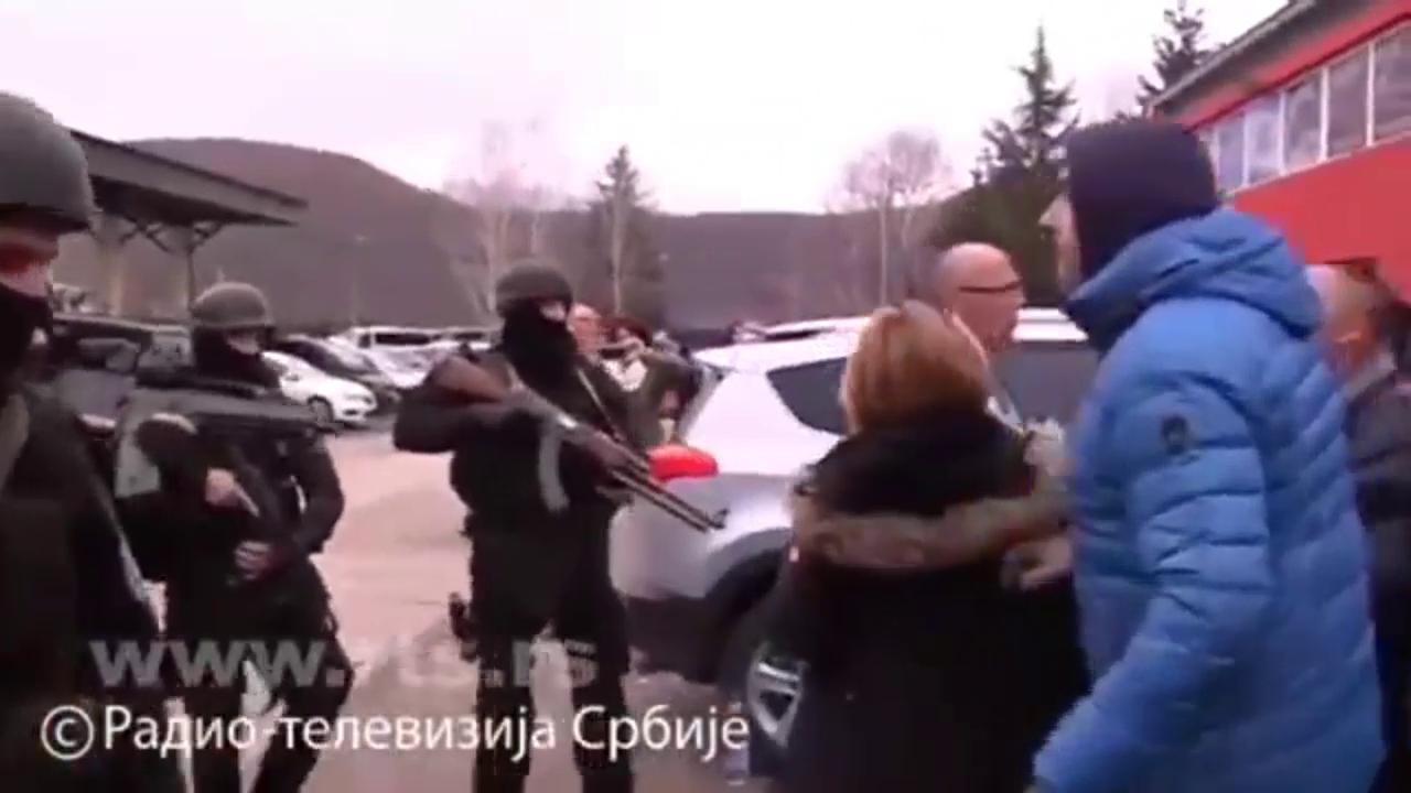 Das serbische Fernsehen berichtet von der Festnahme