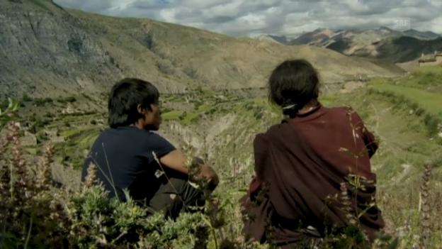 Video «Filmausschnitt: Pema mit seinem Vater» abspielen