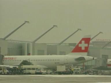 Video «Flughafen Genf mit mehr Passagieren» abspielen