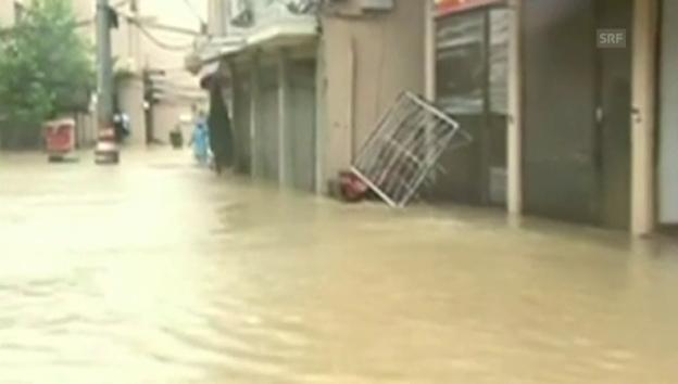 Video «Auch in der Stadt Cangnan hat «Soudelor» den Verkehr lahmgelegt» abspielen