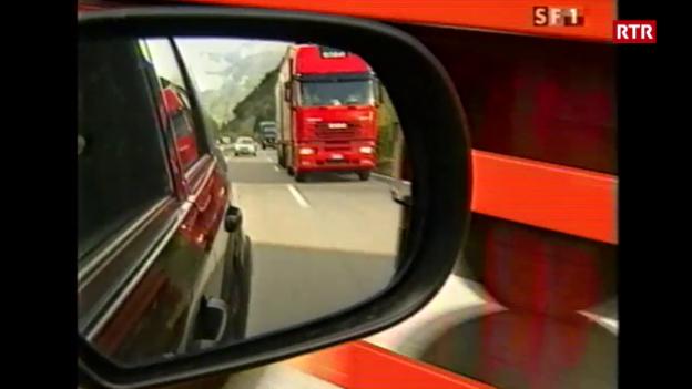 Laschar ir video «TSG 24.10.2001 - situaziun A13 suenter fieu en il tunnel Gottard»