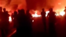 Video «Nach der Bombenexplosion sind mehrere Gebäude in Flammen aufgegangen.(unkomm.)» abspielen