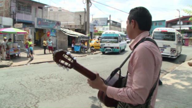 Video «Saúl Galdámez bildet sich weiter» abspielen