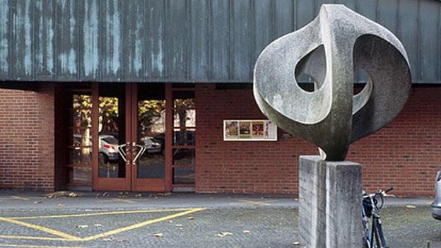 Stimmen zur «Kunst am Bau» an einem Gefängnisgebäude (18.09.2013)