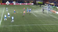 Link öffnet eine Lightbox. Video Rangers Stürmer schummelt wie einst Maradona abspielen