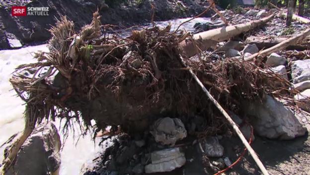 Video «Aufräumen nach der Flut» abspielen