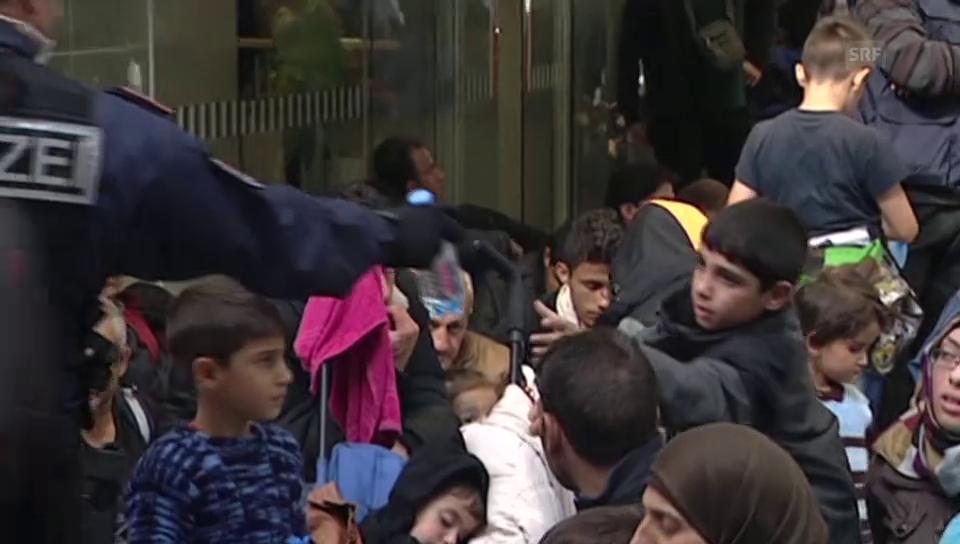 Hunderte Flüchtlinge sitzen in Salzburg fest (unkomment.)