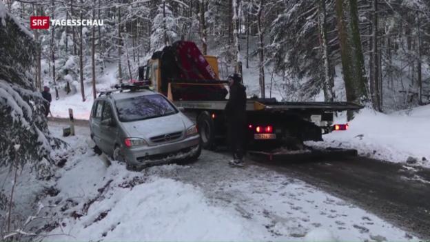 Video «Schnee sorgt für Verkehrschaos» abspielen