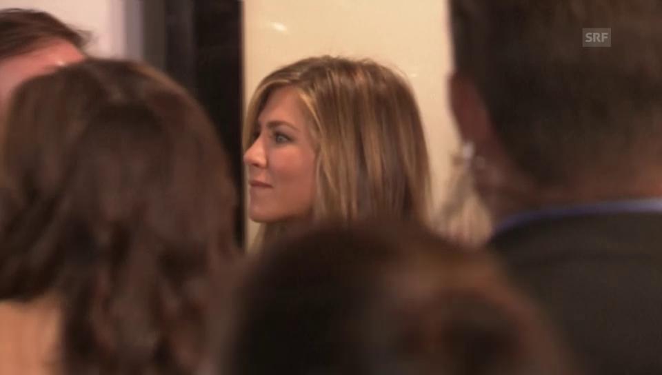 Jennifer Aniston bei zeigt zum ersten Mal ihren Ehering