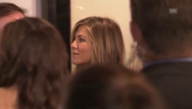 Video «Jennifer Aniston bei zeigt zum ersten Mal ihren Ehering» abspielen