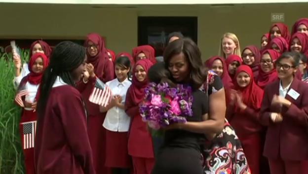 Video «Michelle Obama besucht eine Londoner Mädchenschule» abspielen