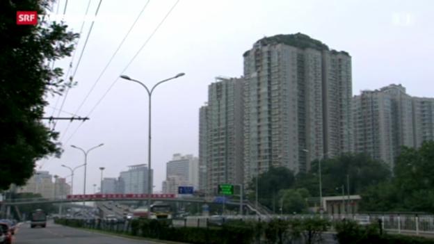 Video «Bergkonstruktion auf einem Dach eines Hochhauses» abspielen