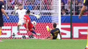 Video «Chile dank 1:1 gegen Australien im Halbfinal» abspielen