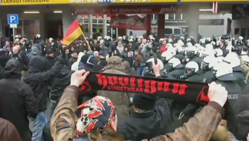 Zusammenstösse in Wuppertal an Pegida-Demo (unkomm.)