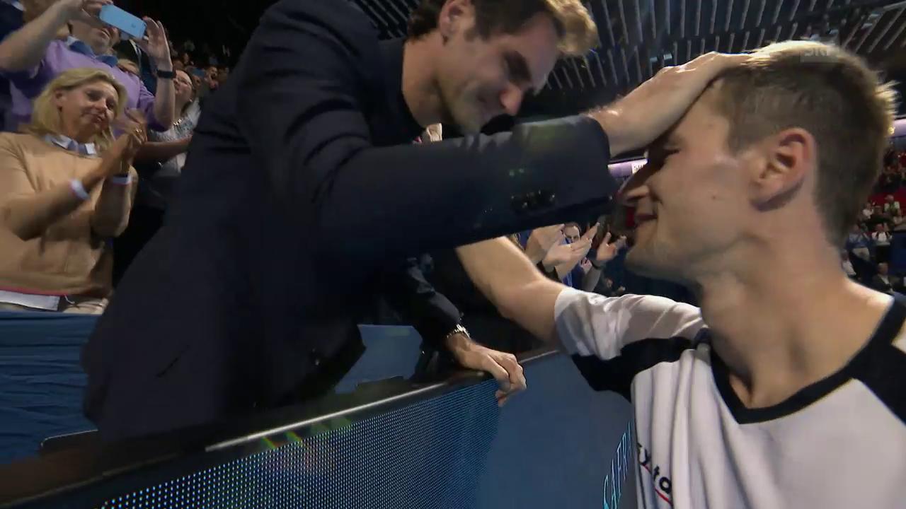 Auch Federer hat bei Chiudinellis Ehrenrunde feuchte Augen