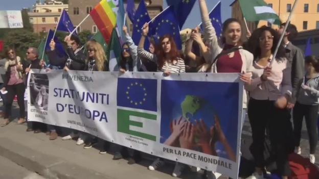Video «Unkommentiert: Demo in Rom» abspielen
