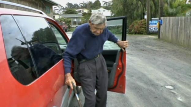 Video «Wenn ein 105jähriger zum Einkaufen fährt (unkommentiert)» abspielen