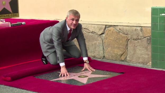 Video «Christoph Waltz enthüllt Stern auf dem «Walk of Fame» (unkomm.)» abspielen