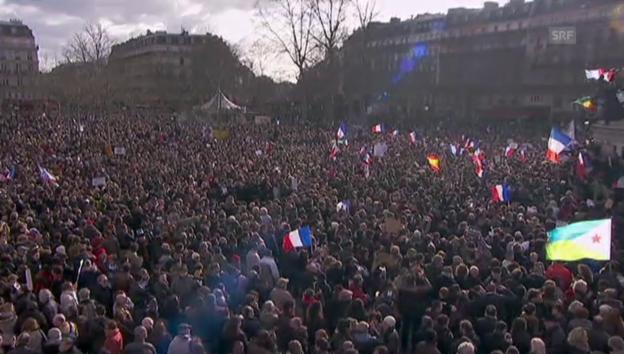 Video «Paris: Bereits jetzt Zehntausende Demonstranten im Zentrum» abspielen