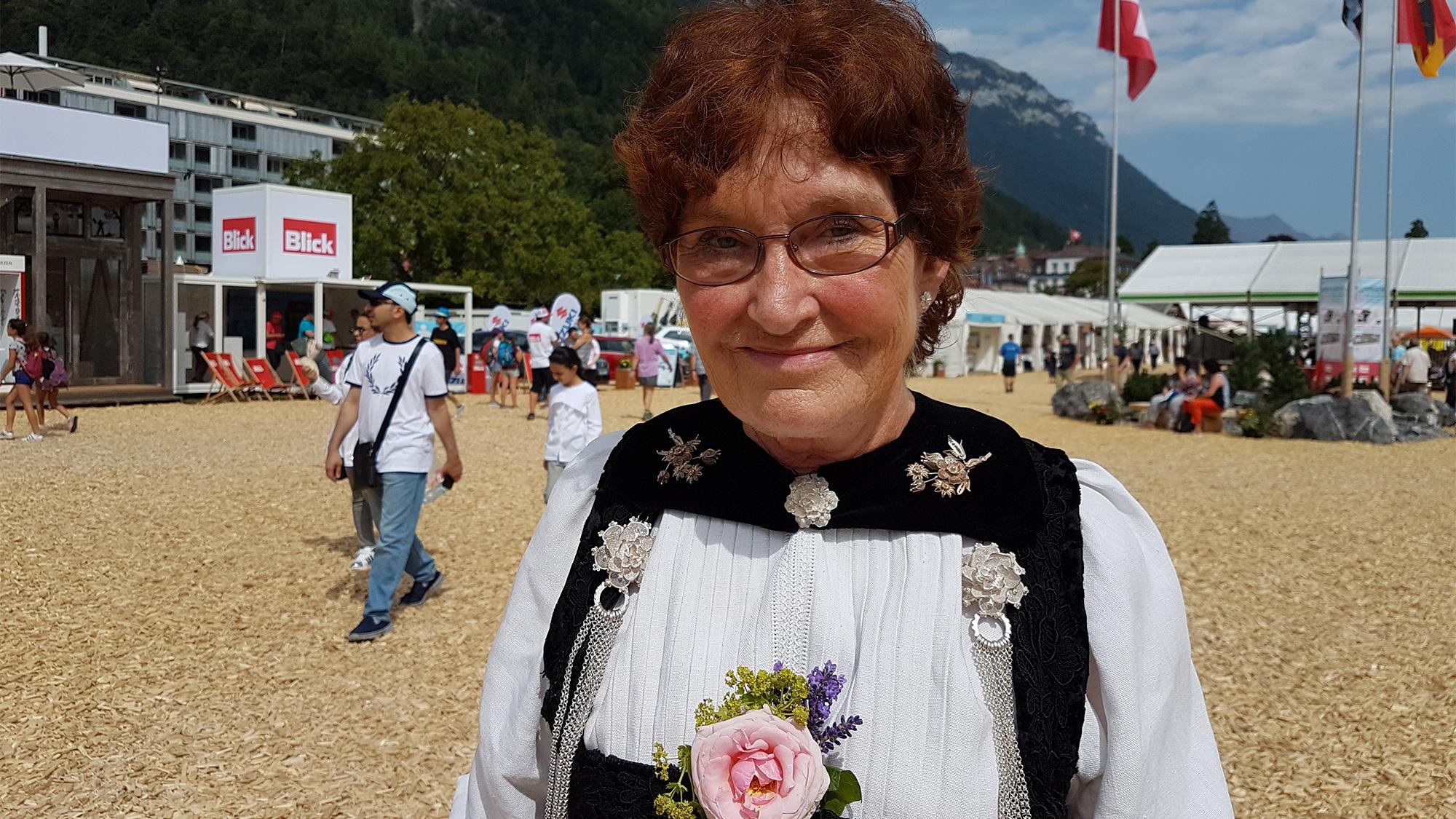 Monika Suhner-Frauchiger und ihre Berner Sonntagstracht