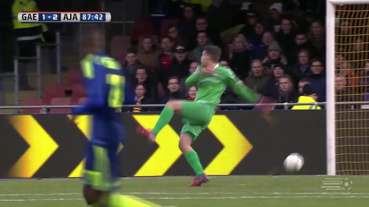 Fussball: Eredivisie, Deventer-Amsterdam, Torhüter-Flop