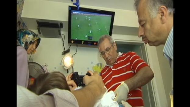 Video «Klinisch saubere Beschneidung in der Tuerkei» abspielen