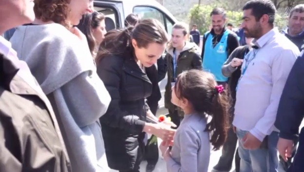 Video «Angelina Jolie im Flüchtlingslager» abspielen