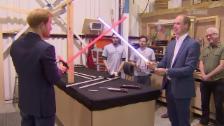 Link öffnet eine Lightbox. Video «Star Wars»-Premiere mit Prinz William und Harry abspielen