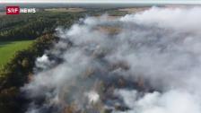 Link öffnet eine Lightbox. Video Riesiger Moorbrand in Niedersachsen abspielen