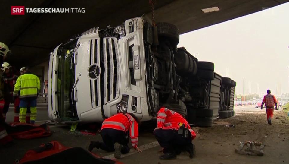 Spektakulärer Unfall mit LKW