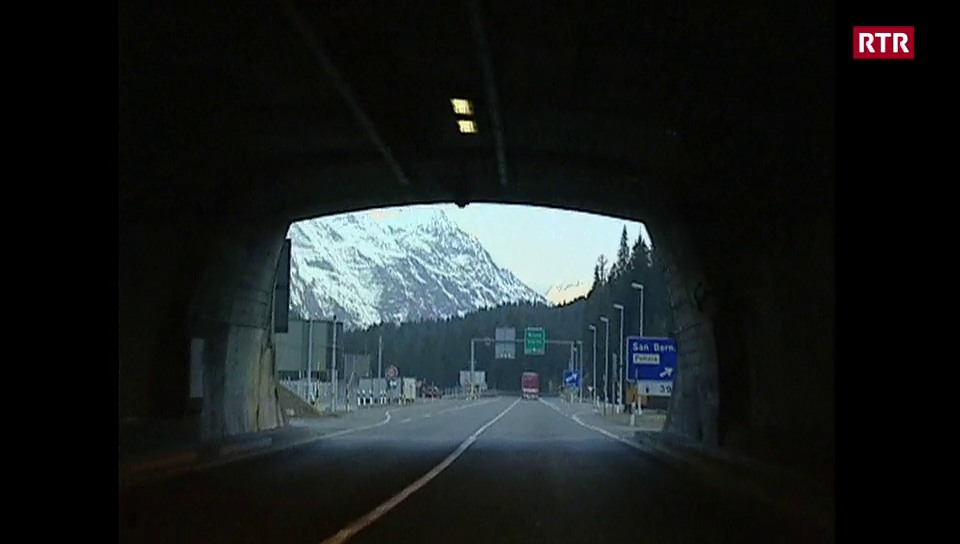 Viadi en l'intern dal tunnel dal San Bernardino