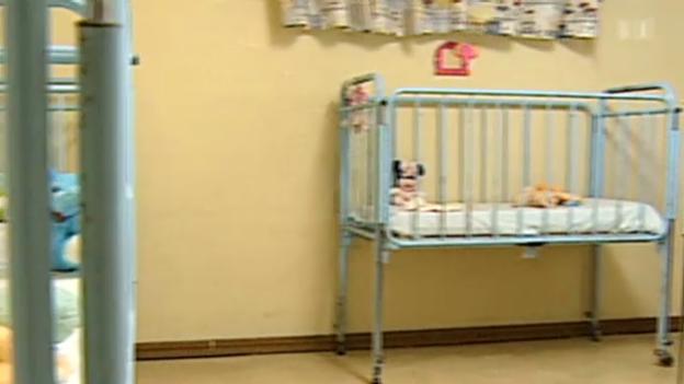 Video «Wirtschaftskrise senkt Geburtenrate» abspielen