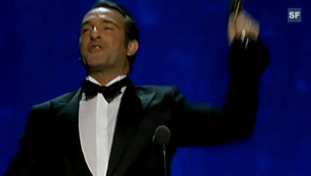 Video «Jean Dujardin holt sich seinen Oscar ab (englisch)» abspielen