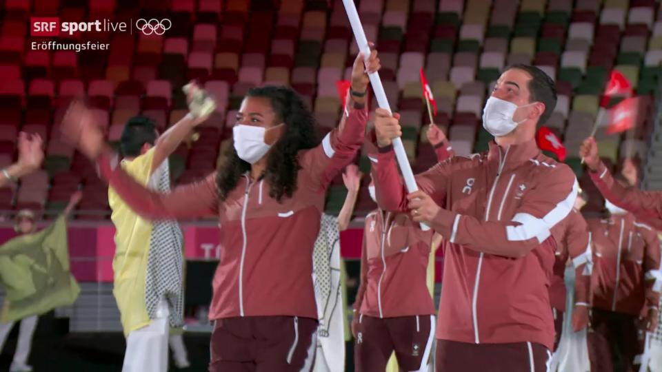 L'entrada da l'equipa svizra en il stadion olimpic
