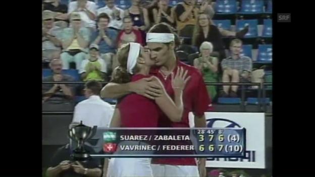 Video «Glück im Spiel und der Liebe für Federer/Vavrinec» abspielen