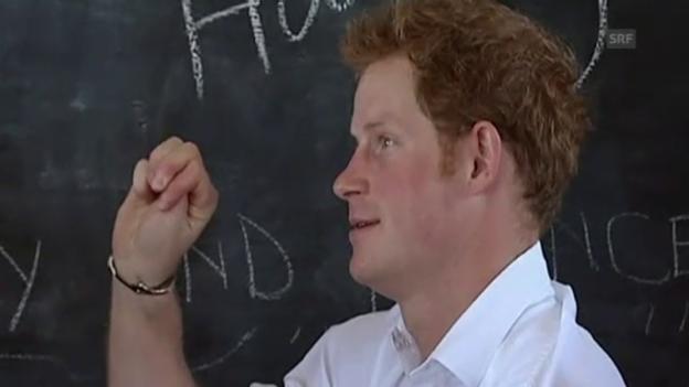 Video «Prinz Harry besucht Schule in Lesotho» abspielen